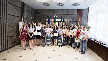 """38 de elevi din Moldova, câştigători ai concursului """"Eu sunt Europa"""", vor avea parte de un sejur peste Prut"""