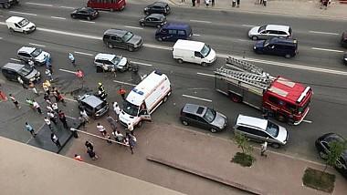 Accident grav în centrul Capitalei. Două autoturisme s-au tamponat frontal, în plină viteză