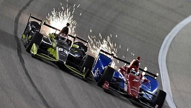 Очередной этап гонки IndyCar в Техасе стал пугающе зрелищным