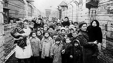 """""""Tragedia care nu trebuie şi nu poate fi uitată"""". Victimele primului val de deportări staliniste, comemorate în Capitală"""