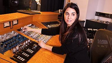 Americanca Emily Lazar este prima femeie nominalizată la Premiile Grammy, în categoria înregistrărilor audio