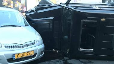Accident terifiant pe bulevardul Dacia, din sectorul Botanica al Capitalei. O mașină s-a răsturnat, după ce s-a ciocnit cu un alt automobil
