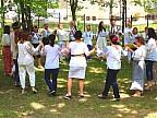 Angajaţii Spitalului Republican au schimbat halatele albe pe costume naţionale şi au încins o horă