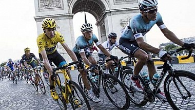 """Un nou accident în lanţ în Turul Franţei la ciclism. Zeci de ciclişti au """"pupat"""" asfaltul din cauza câtorva participanţi imprudenţi"""