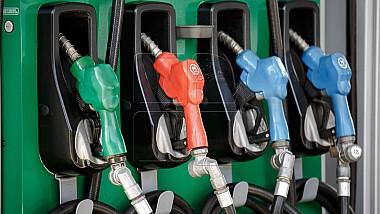ANRE ar putea să stabilească preţuri plafon la carburanţi odată în trei luni şi nu în două săptămâni, aşa cum este în prezent