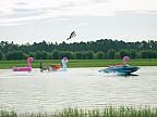 Doi amatori de sporturi extreme au sfidat legile gravitaţiei pe un râu
