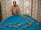 Un bărbat din India a intrat în Guinness Book drept deținătorul celor mai mari unghii la o singură mână
