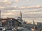 Doi îndrăgostiţi au păţit-o în oraşul italian Veneţia. Băiatul a căzut în apă de pe o barcă şi şi-a pierdut iubita